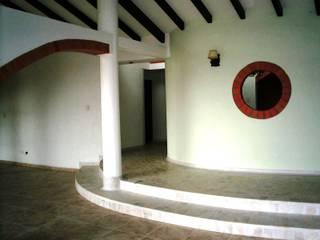 Vivienda campestre Surba y Bonza Salas de estilo colonial de MAVICO Colonial