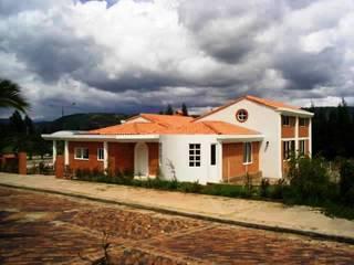 Vivienda campestre Surba y Bonza Casas de estilo colonial de MAVICO Colonial