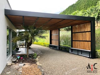 Pergolas : Techos inclinados de estilo  por Arquitectura y Complementos,