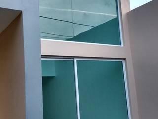 HINOJOS de TRASSO ATELIER Moderno