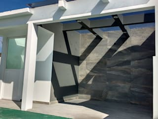 HINOJOS Balcones y terrazas modernos de TRASSO ATELIER Moderno