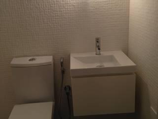 Reabilitação de Duplex junto à Universidade de Aveiro: Casas de banho  por JARROD - Engenharia e Obra, Lda.,Moderno