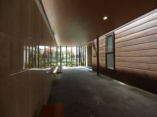 函館市 H邸 オリジナルスタイルの 玄関&廊下&階段 の 北渡建設一級建築士事務所 オリジナル