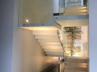 RESIDENCIA ¨LAS CAÑADAS ANCAR & ARQUITECTOS Escaleras Cerámico Blanco