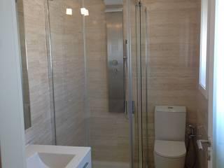 Moradia na Costa Nova - Ílhavo: Casas de banho  por JARROD - Engenharia e Obra, Lda.,Moderno