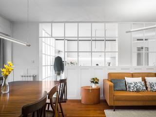 Casa Rebelo: Salas de estar  por Ren Ito Arquiteto,Moderno