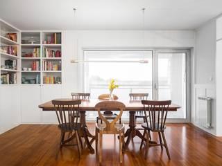 Casa Rebelo: Salas de jantar  por Ren Ito Arquiteto,Moderno