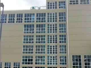 EDIFICIO MOLINO DE TRIGO Puertas y ventanas industriales de INALUV Diseño y Soluciones Industrial