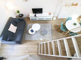 Rénovation d'un studio meublé. Ingrid Martin Décoration Salon moderne