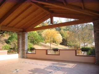 STRUTTURE IN LEGNO ZINI DINO SRL Balcone, Veranda & Terrazza in stile classico Legno massello
