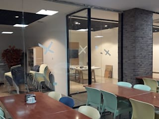 Yapısan Cephe Sistemleri Studio moderno Vetro