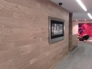 Ortiz Construcciones y Remodelacion Integral Ruang Studi/Kantor Gaya Mediteran Chipboard Wood effect