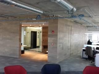 Ortiz Construcciones y Remodelacion Integral Ruang Studi/Kantor Modern Komposit Kayu-Plastik Wood effect