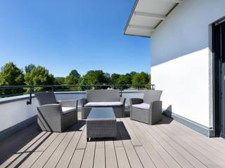 Kundenhaus U112 Moderner Balkon, Veranda & Terrasse von TALBAU-Haus GmbH Modern