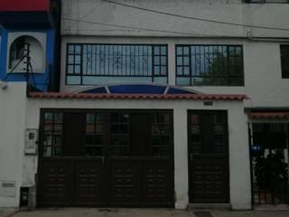 proyecto demolicion y obra nueva  para venta de casa barrio castilla : Casas unifamiliares de estilo  por Construferreteria,