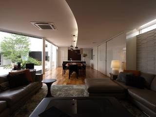 H House in Hakodate オリジナルデザインの リビング の HOKUTO DESIGN OFFICE オリジナル
