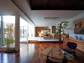 H House in Sapporo オリジナルデザインの リビング の HOKUTO DESIGN OFFICE オリジナル