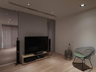 Multimedia-Raum im Landhausstil von 形構設計 Morpho-Design Landhaus