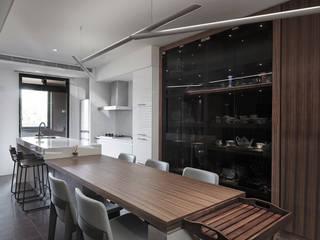Modern Dining Room by 形構設計 Morpho-Design Modern