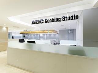 ABC Cooking Studio CELEO Hachioji KITZ.CO.LTD ミニマルな商業空間 白色