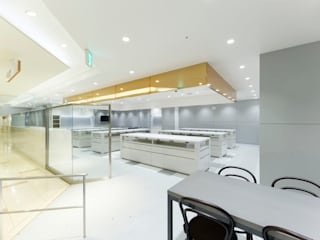 KITZ.CO.LTD Minimalist commercial spaces White
