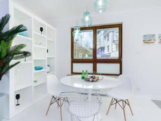 Modern dining room by Lux Interiors - projektowanie i aranżacja wnętrz Gdańsk, Gdynia, Sopot Modern