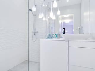 Modern style bathrooms by Lux Interiors - projektowanie i aranżacja wnętrz Gdańsk, Gdynia, Sopot Modern