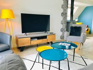 Un Design Intérieur Unique Et Coloré...: Salon de style  par D.DESIGN,