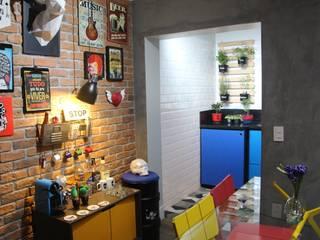 Sobrado moderno Sacomã: Salas de jantar  por Mari Milani Arquitetura & Interiores,Moderno