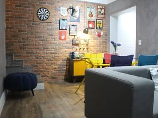 Sobrado moderno Sacomã: Salas de estar  por Mari Milani Arquitetura & Interiores,Moderno