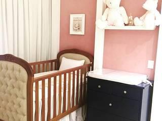 Quarto bebê menina: Quartos de bebê  por Mari Milani Arquitetura & Interiores,Moderno
