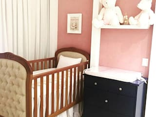 Quarto bebê menina por Mari Milani Arquitetura & Interiores Moderno