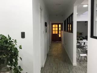 PROYECTO DE CONSTRUCCION / JARDIN INFANTIL / RANCAGUA / CONSTRUCTORA ARQSECON: Pasillos y hall de entrada de estilo  por Estudio Arquitectura y construccion PR/ Arquitectura, Construccion y Diseño de interiores / Santiago, Rancagua y Viña del mar,