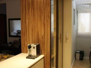 Cozinha Ipiranga: Cozinhas pequenas  por Mari Milani Arquitetura & Interiores,Moderno