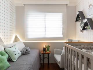 Dormitório bebê menino: Quarto infantil  por Mari Milani Arquitetura & Interiores,Moderno