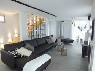 RED HOUSE MATTEONOFRINTERIORDESIGNER Soggiorno minimalista