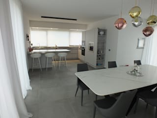 RED HOUSE MATTEONOFRINTERIORDESIGNER Cucina minimalista