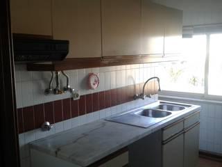 Cozinha - Antes: Cozinhas  por CSR - Construção e Reabilitação em Lisboa,Moderno
