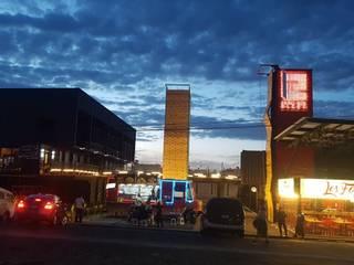 Plaza comercial en contenedores maritimos Centros comerciales de estilo moderno de Creativo 84 Moderno