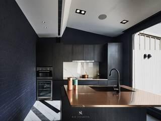 Nhà bếp theo 理絲室內設計有限公司 Ris Interior Design Co., Ltd., Hiện đại Ván ép