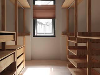 Ruang Ganti oleh 木耳生活藝術, Minimalis