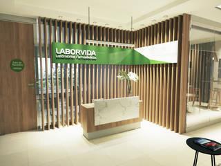 PROJETO ESCRITÓRIO COMERCIAL  - SALAS CORPORATIVAS: Escritórios  por Gelker Ribeiro Arquitetura | Arquiteto Rio de Janeiro,Moderno