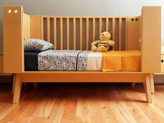 Cuna transformable Buchetti: Habitaciones infantiles de estilo  por Mioletto,