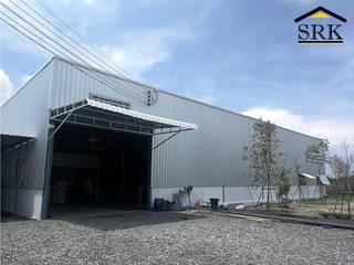 งานกันสาดโรงงาน โครงสร้างเหล็ก+หลังคาเมทัลชีท และติดตั้งบานเกล็ดระบายอากาศ โดย SRK Contractor