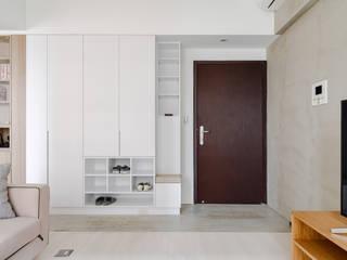Minimalist corridor, hallway & stairs by 文儀室內裝修設計有限公司 Minimalist