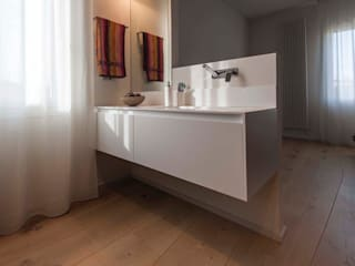 Bolefloor Modern bathroom Wood
