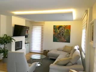 Reforma integral salón, hall y cocina: Salones de estilo  de MOLADECO INTERIORISMO, Ecléctico