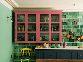 The Bond Street Classic Showroom Eclectic style kitchen by deVOL Kitchens Eclectic Solid Wood Multicolored