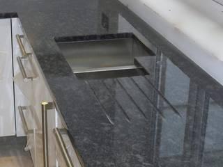 Kitchen Countertop:  Hotels by Buildfloor,