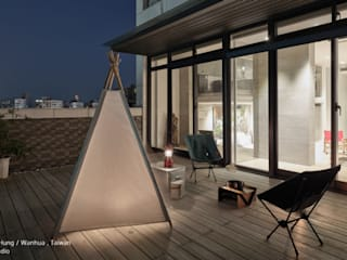 夜晚的露臺很有氣氛 SECONDstudio Modern balcony, veranda & terrace